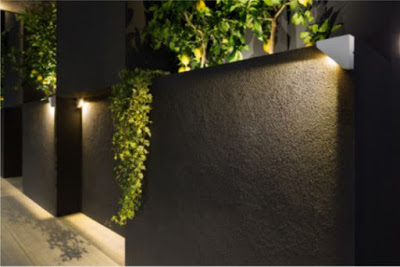 Triangular outdoor wall light. This luminaire has been designed to adapt to the corner structures of facades while fitting in with the building architecture, in pursuit of the perfect blend of visual harmony and functionality.